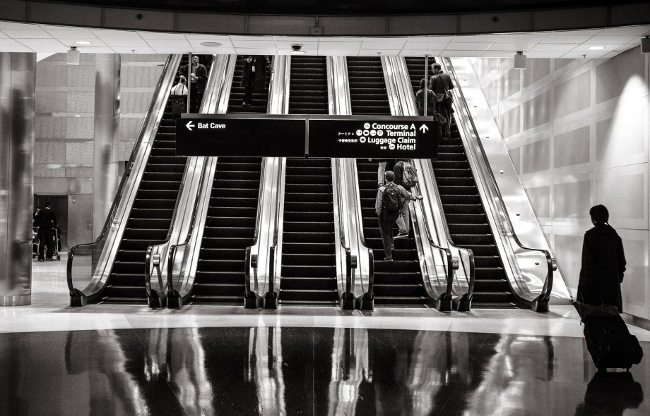 escalators-594463_1920B